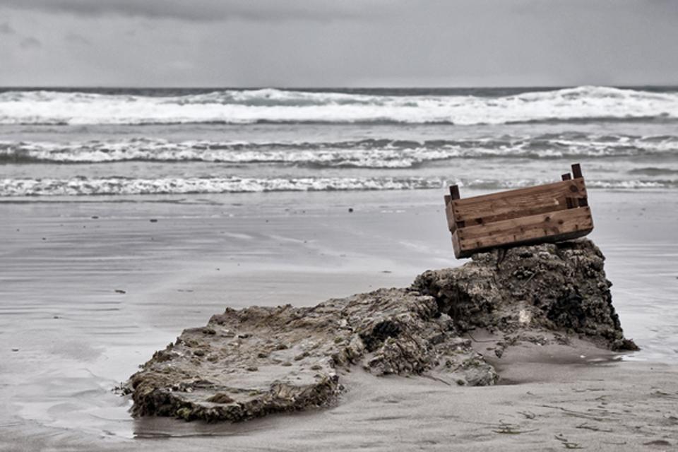 Caja sobre roca (Playa de las catedrales)
