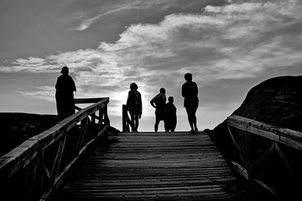 Caminando hacia la puesta de sol (Fisterra)